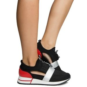 NEW---Women's Athletic Sneakers. Black/Red